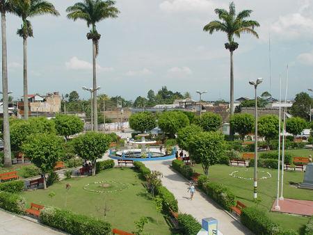 تشيكلايو البيروفية Plaza-de-rioja-peru